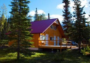 Kanada/YYE/Northern Rockies Lodge/LakeShoreCabin
